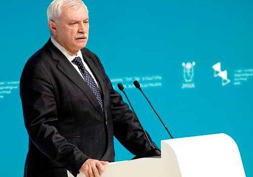 Полтавченко выступает за сохранение навигации по Неве несмотря на футбол