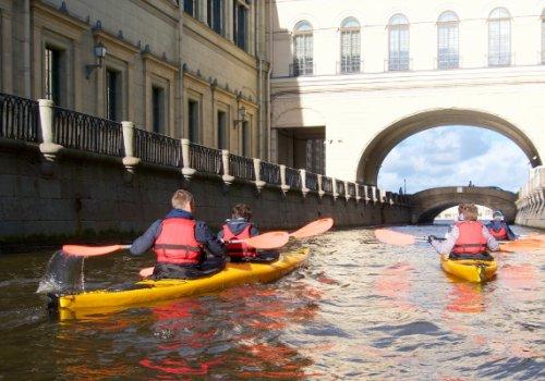 Свободное передвижение по рекам и каналам Петербурга до 8 утра